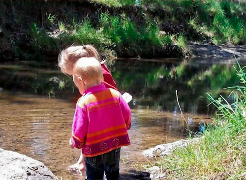 Calista and Delaney playing in Quirindi Creek, October 2011