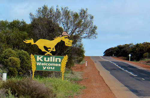 Horse sign outside Kulin, August 2013