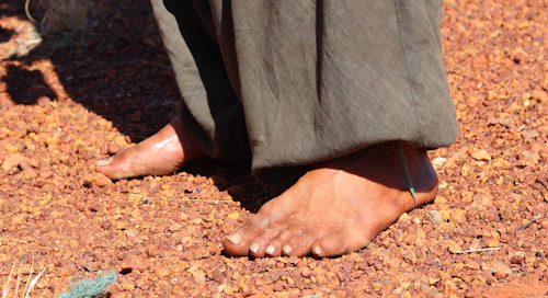 Filo, walking barefoot across Australia, Northern Territory, August 2013